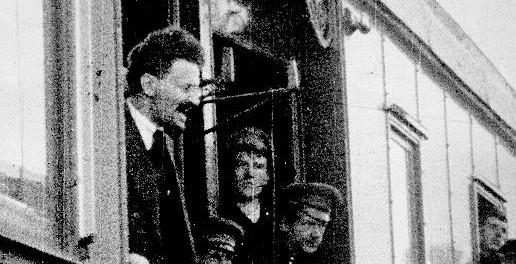 Léon Trotsky revient en Russie