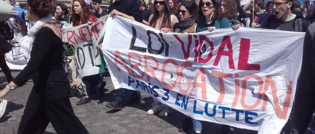 03/05/2018 les étudiants de différentes facs parisienne manifestent et s'invitent à la manifestation de l'intersyndicale de l'éducation à Montparnasse