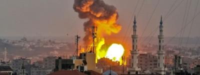 1142185-une-boule-de-feu-s-eleve-dans-le-ciel-de-la-ville-de-gaza-apres-un-bombardement-israelien-le-20-juil
