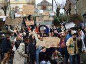 Janvier 2020 - Des lycéens bloquent l'accès au lycée Lebrun à Coutances (50) pour protester contre la contre-réforme du bac