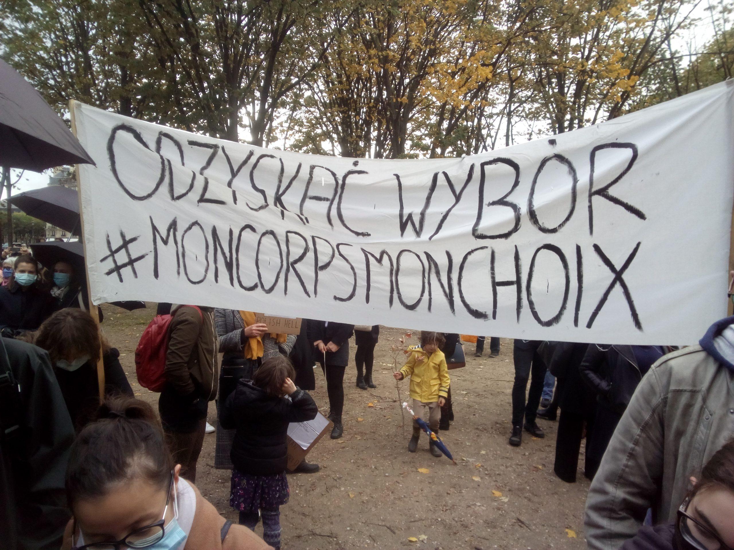 Rassemblement devant l'ambassade de Pologne: Non à la remise en cause du droit à l'avortement!