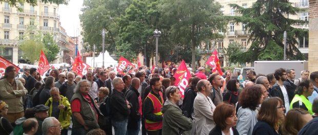 Rassemblement de la CGT devant la Bourse du Travail de Toulouse en 2015 contre la répression anti-syndicale