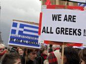 """Manifestation à Paris, Trocadéro - Droits de l'homme - en solidarité avec le peuple grec : """"We are all greeks"""" """"Nous sommes tous des grecs"""""""
