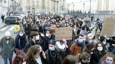 #étudiantsfantômes: une manifestation étudiante combative en vue de la grève du 26 (Photos)